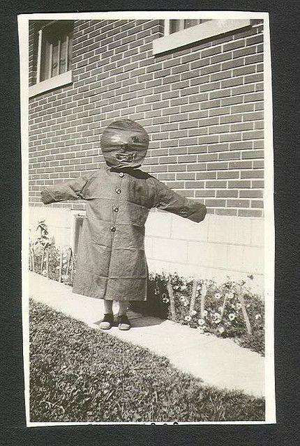 Olyan, mintha szegény gyerek beöltözött volna valami rémesnek, erre meg még rémesebbnek öltözött, nagyobb gyerekek nagyon összeverték volna