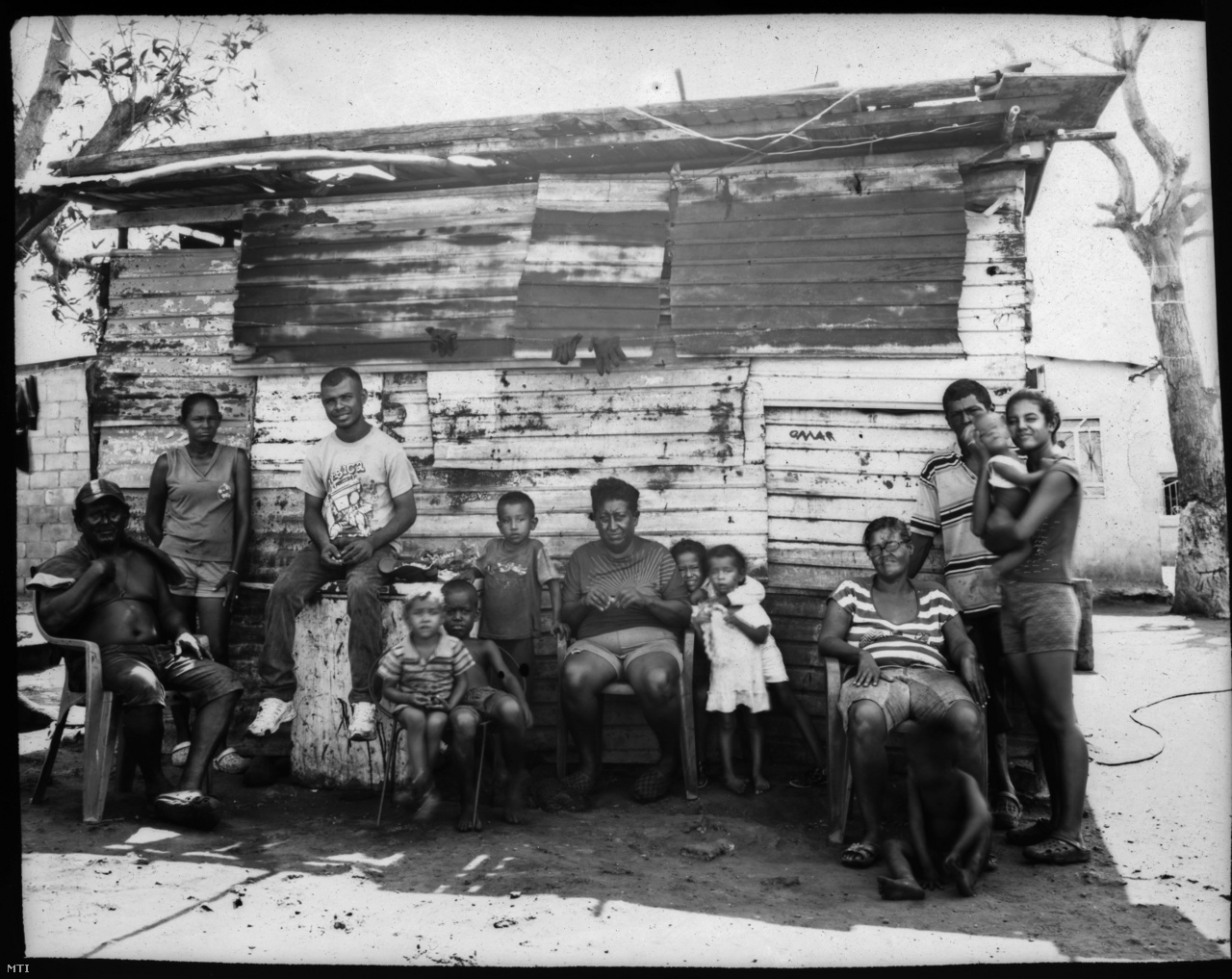 A cabimas városában élő Elizalzabal és Silva családnak egykor jólétet ígért az olajipar, ma csak mocskot és szegénységet ad.