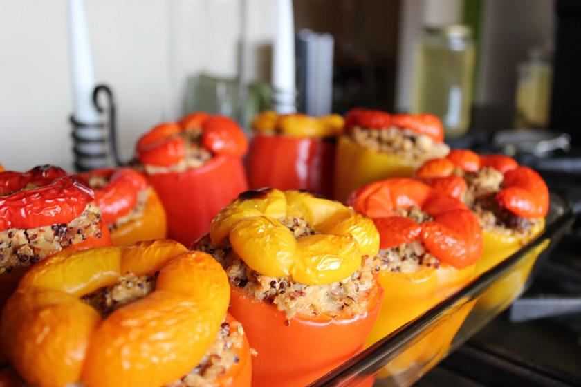 Quinoával és darált hússal töltött kaliforniai paprika: vitamingazdag őszi finomság