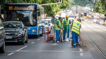 Türelmetlenek és figyelmetlenek a magyar autósok a közutas dolgozókkal
