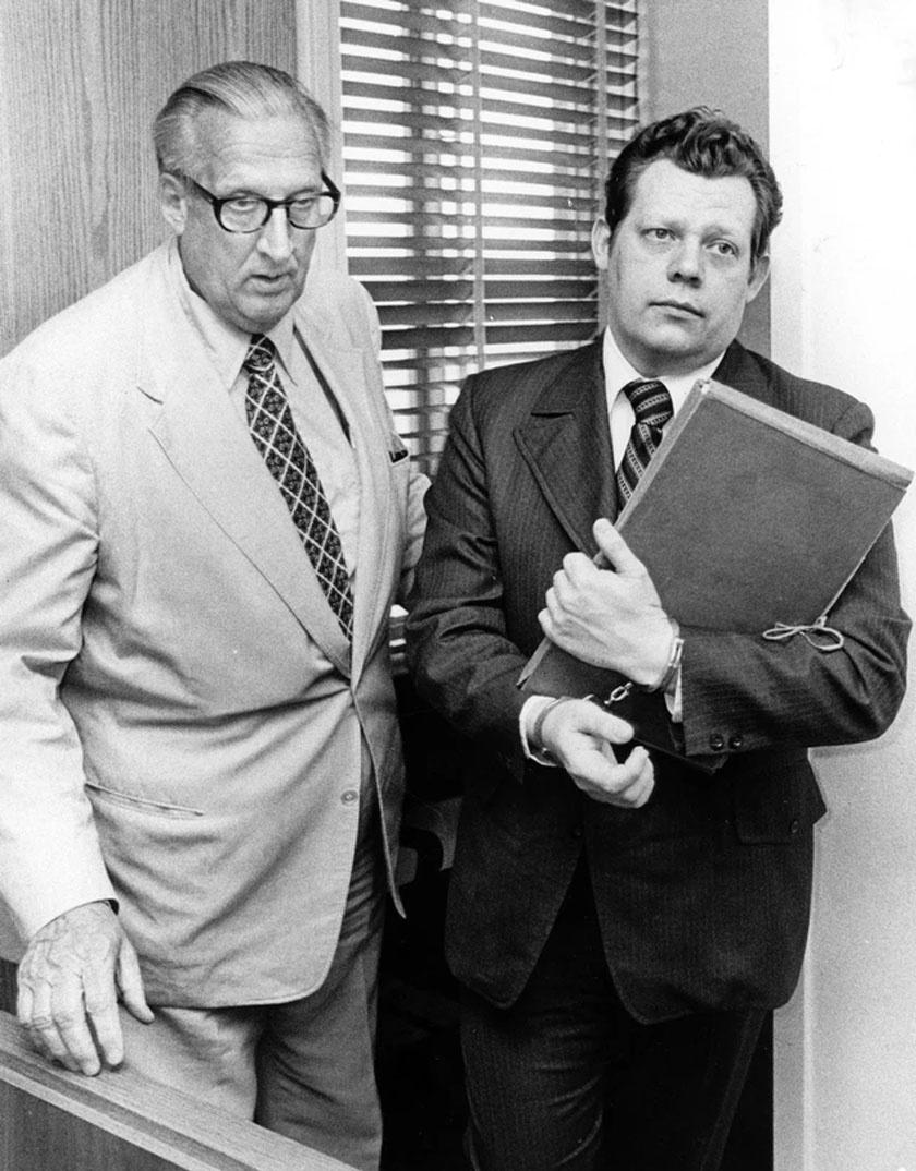 Ronald és ügyvédje.