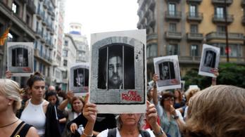 Újra fellángolt a katalán válság: százezrek az utcákon