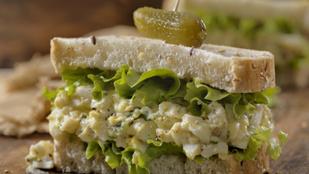 Nem csak szendvicsben finom: tojássaláta curryvel és újhagymával