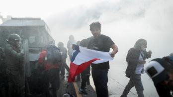 A tüntetések miatt lecserélte minisztereit a chilei elnök