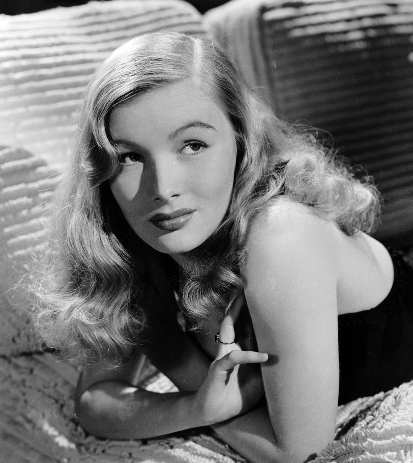 A '40-es években a színésznő, Veronica Lake hosszú, hullámos, oldalt kettéválasztott szőke haja teremtett hatalmas divatot. Frizurája maga volt az igazi hollywoodi glamour stílus megtestesítője.