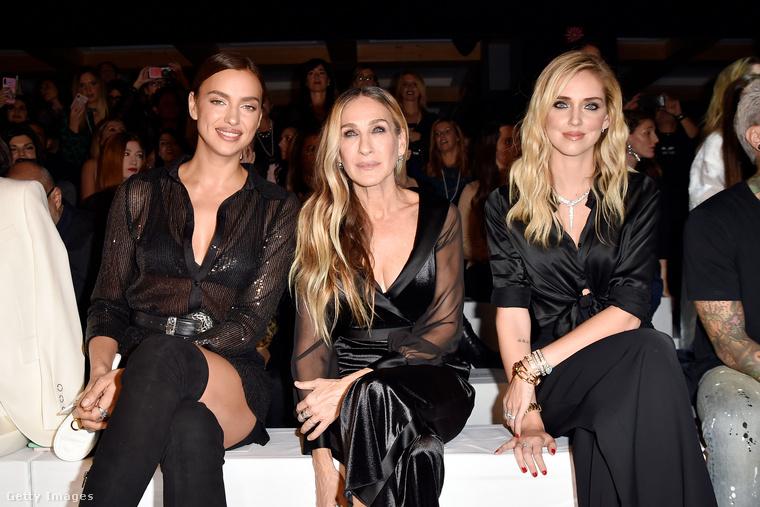 Sarah Jessica Parker ült Irina Shayk mellett a divatbemutatón az első sorban