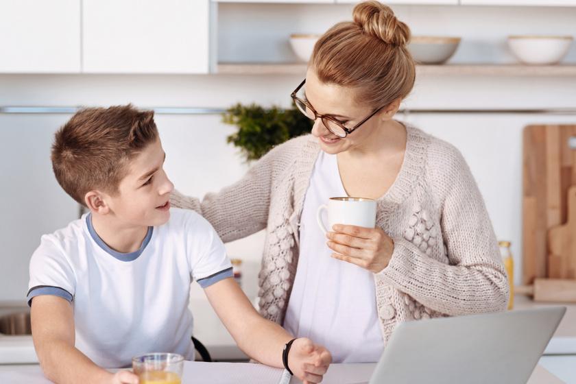 Sok szülőnek fogalma sincs, mit csinál a gyereke a neten: 5 dolog segíthet kivédeni a potenciális veszélyeket