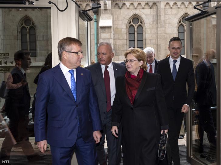 Matolcsy György, Veronika Szkvorcova orosz egészségügyi miniszter és Szijjártó Péter érkezik a Magyar Nemzeti Bank rendezésében tartott Eurázsia Fórumra