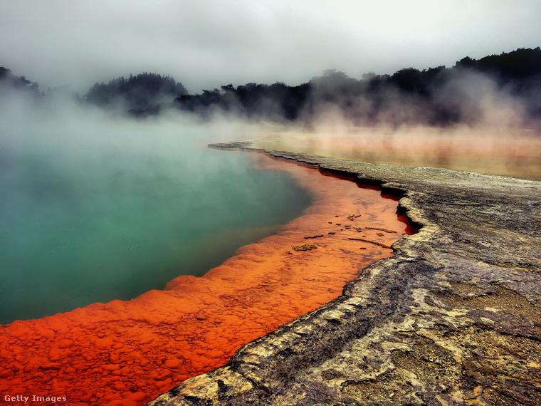 Meleg vizű forrás Új-ZélandonRotura a föld egyik legfigyelemreméltóbb geotermikus csodája