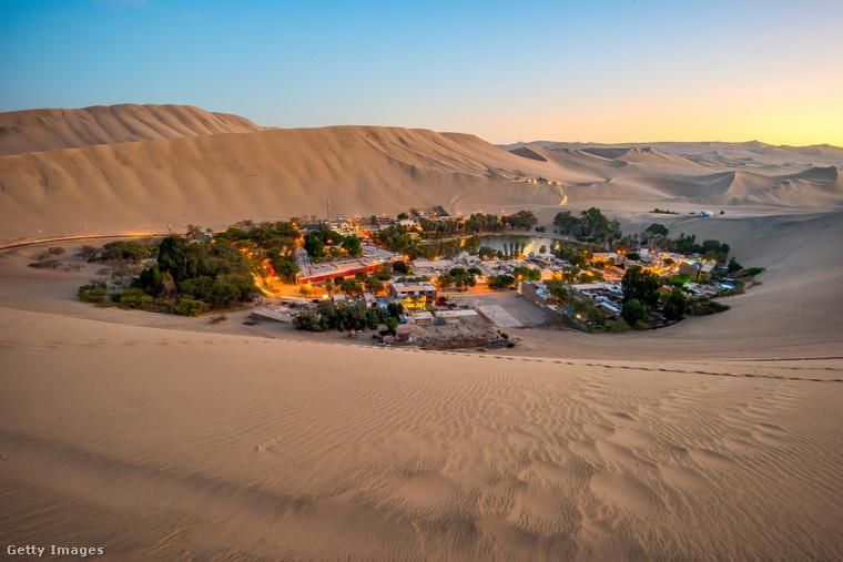 Perui oázisHuacachina egy perui falvacska, ami a Atacama-sivatag oázisa köré épült, kevesebb mint százan élnek itt
