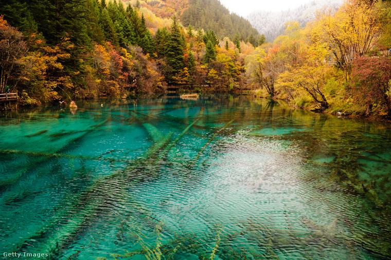 Lagúna a Jiuzhaigou-völgybenAz 1375 méter hosszú, kristálytiszta vizű tónak a kínai Min-hegység ad otthont a Tibeti-fennsík közelében
