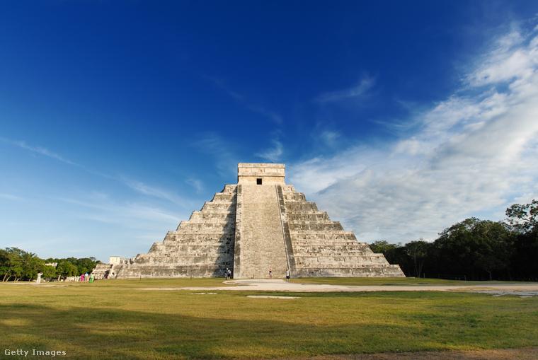 Maja piramisokAz 500 körül épült maja romváros, a Chichén Itzá ékei a hatalmas templompiramisai