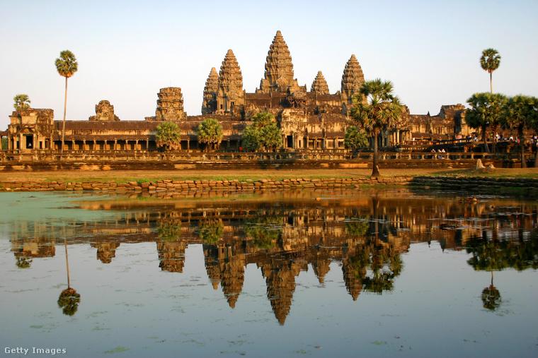A három toronyAngkorvat a Kambodzsa északnyugati részén található ősi város, Angkor templomegyüttese