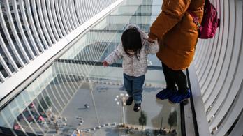 Egy kínai tartományban lezárták az összes üveghidat