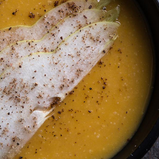 Édes és savanyú ízvilág találkozik a birsalmás sütőtökkrémlevesben