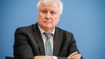 Egy új német javaslat szerint már az EU külső határán meg kell vizsgálni a menedékjogot