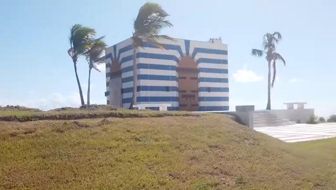 Bejárták Jeffrey Epstein karibi magánszigetét, amit csak pedofil szigetnek hívtak