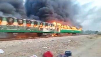 Kigyulladt egy vonat Pakisztánban, legalább 70-en meghaltak