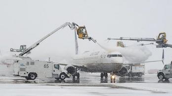 Erős havazás volt Denverben, járatok százait törölték