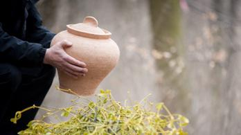 Népszerű az urnás, de nem ritka már a vízi és a légi temetés sem