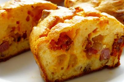 Laktató és omlós tészta reggelire - Kolbászos-sajtos muffin