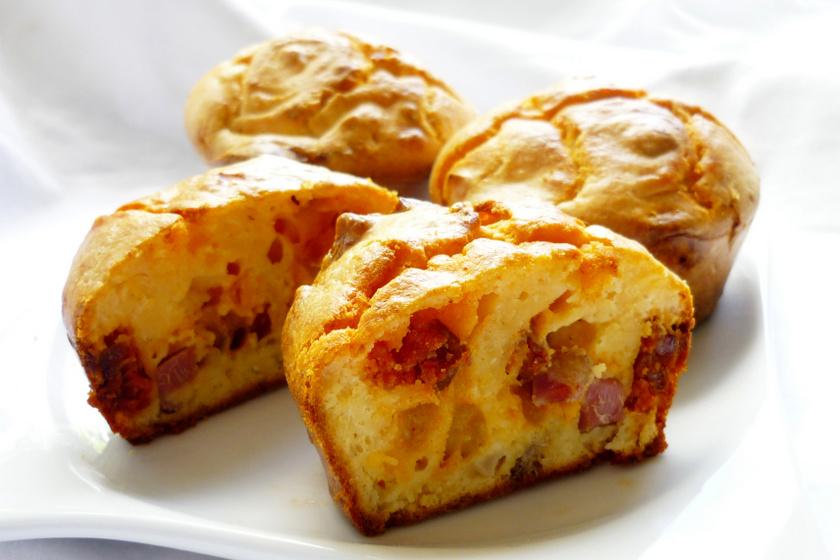 kolbászos sajtos muffin recept