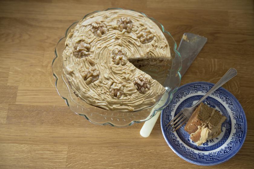 Pompás diókrémes torta: diós piskótalappal a legfinomabb