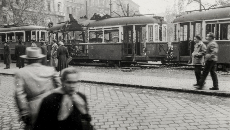Egy 9 éves srác fényképezővel járta az '56-os Budapestet
