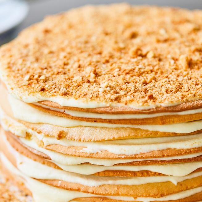 Krémes grúz sütemény mézes tésztalapokkal és krémsajtos töltelékkel: ez a medok