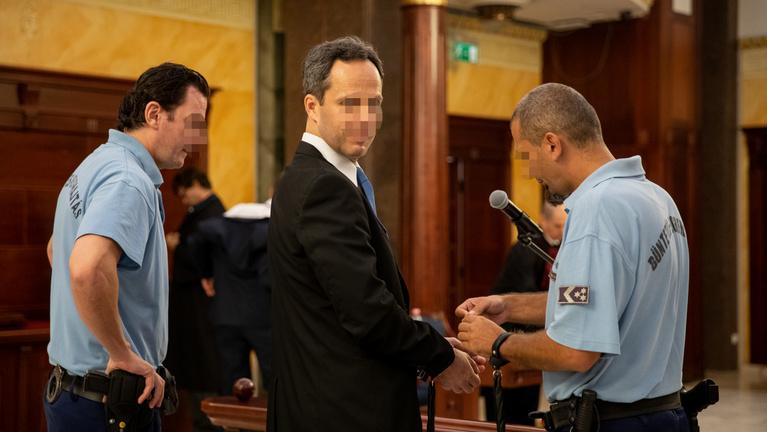Kúria: Le kell töltenie jogerős büntetését a lúgos orvosnak
