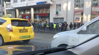 Mexikói munkások a rossz munkakörülmények miatt tiltakoztak Budapesten
