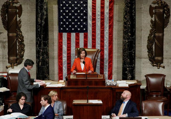 Nancy Pelosi a demokrata párti többséggel rendelkező képviselőház ülésén 2019. október 31-én.