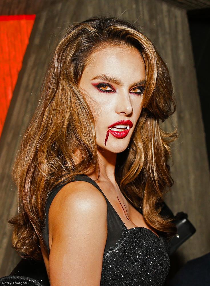 A brazil modell idén vámpírnak öltözött, na de nem akármilyennek