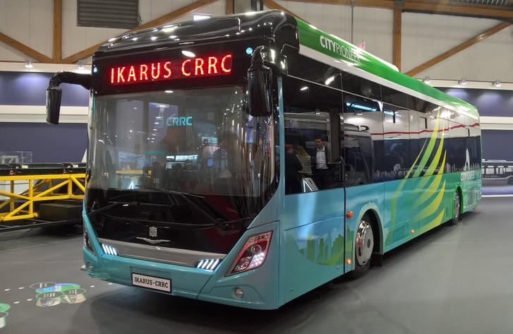 Menő fóliázást kapott a CRRC-Ikarus Citypioneer. Kár, hogy a busz már nem olyan jó, mint a dekor