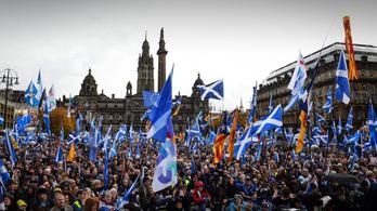 Húszezres függetlenségi tüntetés volt Skóciában