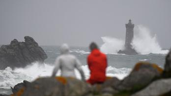 Amelie lecsapott: Franciaországban is tombol a szélvihar