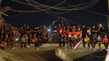 Iraki tüntetők rohantak meg egy iráni konzulátust