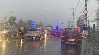 Két autó ütközött Óbudán, nagy a dugó az Árpád hídon