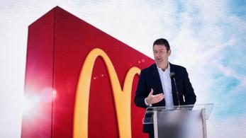 Kirúgták a McDonald's vezérét, mert viszonya volt egy alkalmazottal
