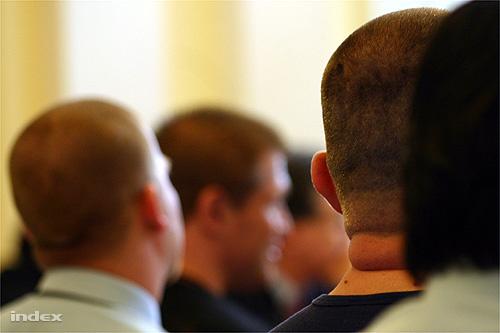 Tárgyaláson a vádlottak 2006. április 13-án