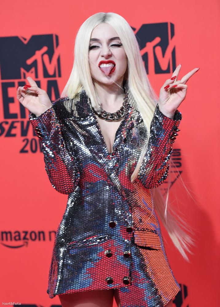 Idén is megrendezte az MTV az európai díjátadó gáláját, az EMA-t, aminek a vörös szőnyegén idén is díszes társaság gyűlt össze