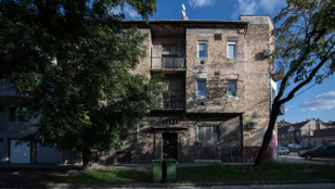 Munkásszállónak használják az önkormányzati bérlakást, a lakók tehetetlenek
