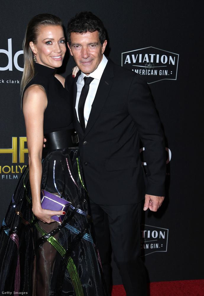 Vasárnap este tartották a Beverly Hilton Hotelben az évi rendes Hollywood Film Awardsot, ahol egy csomó híresség megjelent, köztük Antonio Banderas is, aki három nővel érkezett