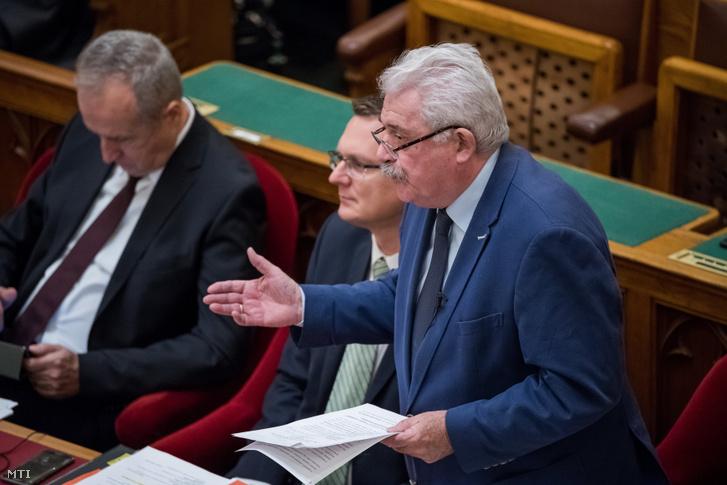Fónagy János a Miniszterelnöki Kormányiroda nemzeti vagyonnal kapcsolatos parlamenti ügyekért felelős államtitkára miniszterelnöki biztos interpellációra válaszol