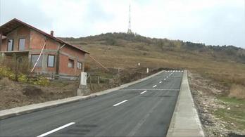 32 millió forintból épült 200 méter semmibe vezető út Romániában