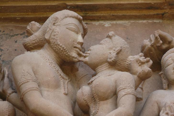 Lakshmana templomban található szobrok csókjelenete
