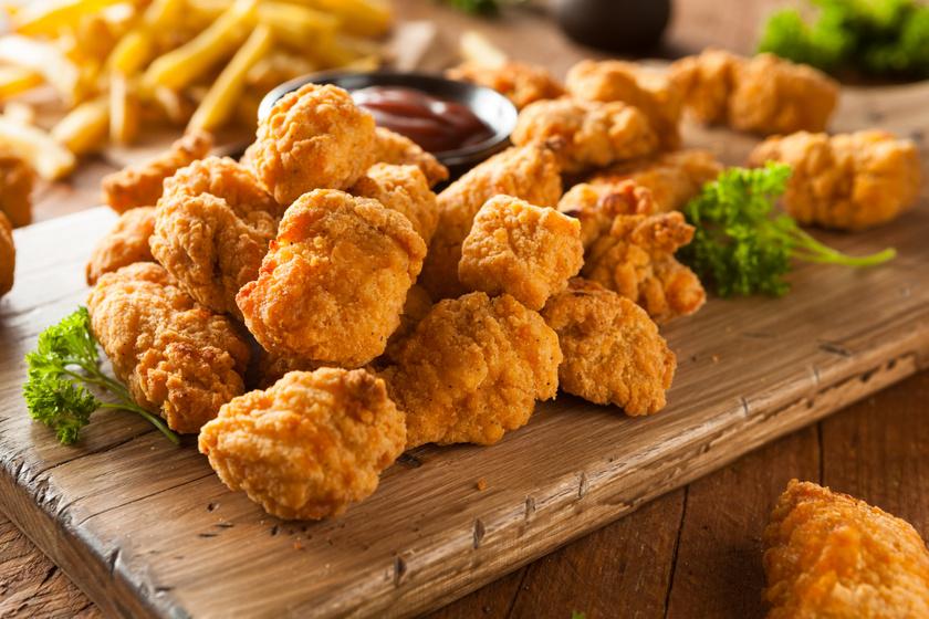 Aranybarnára sült csirke nuggets házilag - Ebben csak hús van