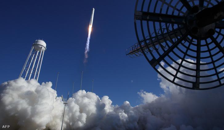 A Northrop Grumman Antares rakéta kilövése Virginiában