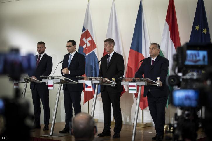 Orbán Viktor miniszterelnök valamint Andrej Babis cseh Mateusz Morawiecki lengyel és Peter Pellegrini szlovák kormányfõ (j-b) a Kohézió Barátai csoport kormányfõi Prágában 2019. november 5-én.