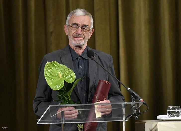A Nemzet Művésze díjban részesült Bodor Ádám Kossuth-díjas író beszél az átadóünnepségen